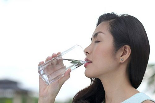 uống nước và trào ngược dạ dày