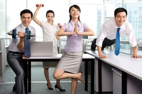 1 phút thay đổi tư thế giúp dân văn phòng hết đau mỏi