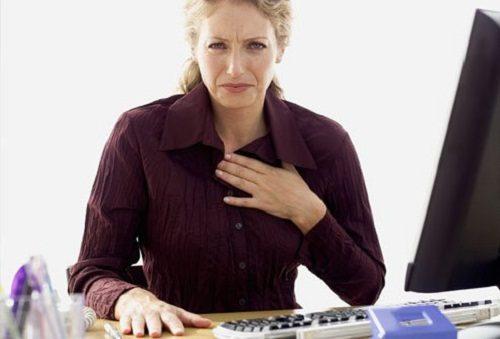 Trào ngược dạ dày có khiến người bệnh thở khò khè không?