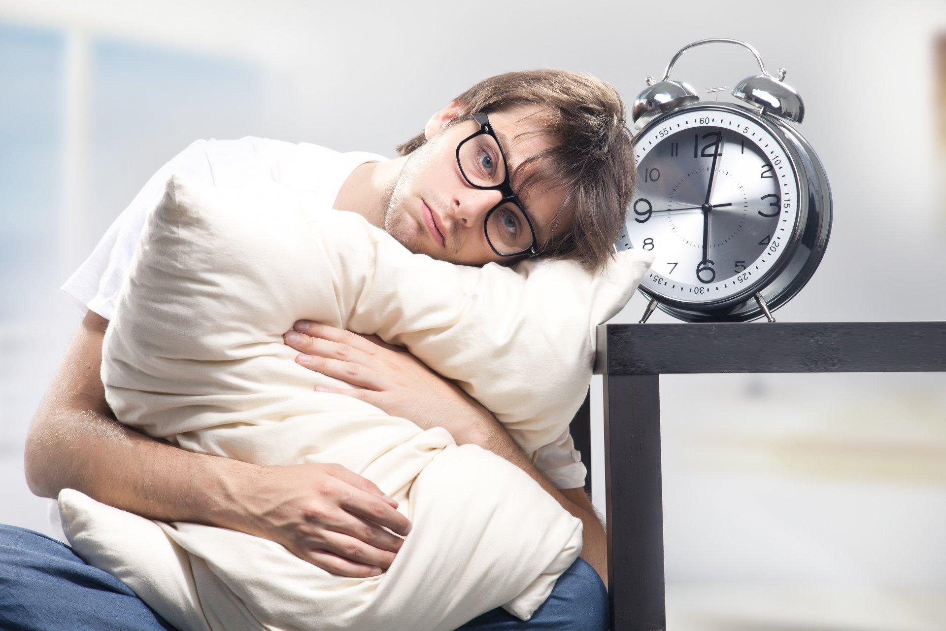Thiếu ngủ hay ngủ quá nhiều cũng khiến bạn đau đầu lúc gần sáng