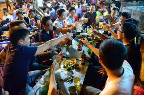 Rượu bia có chất cồn gây ảnh hưởng bệnh dạ dày trào ngược