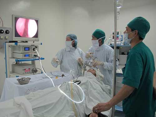 Nội soi là 1 trong các cách chẩn đoán trào ngược dạ dày