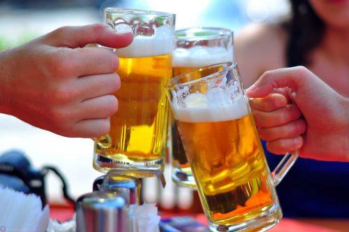 Tại sao đồ uống có cồn làm trào ngược axit dạ dày thêm nghiêm trọng?