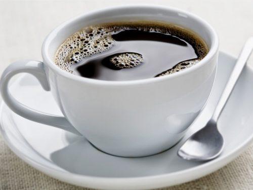 Tránh đồ uống chứa caffein.