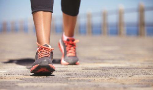 Đi bộ sau bữa ăn có lợi cho điều trị trào ngược dạ dày không?