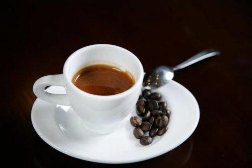 Trào ngược dạ dày thực quản có được uống cà phê không?