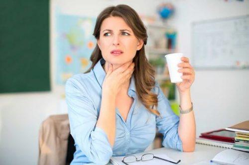 Khàn tiếng có thể là triệu chứng trào ngược axit dạ dày