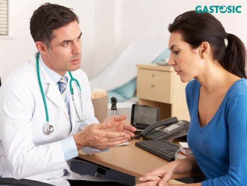 Đi khám để biết cách điều trị trào ngược đúng cách