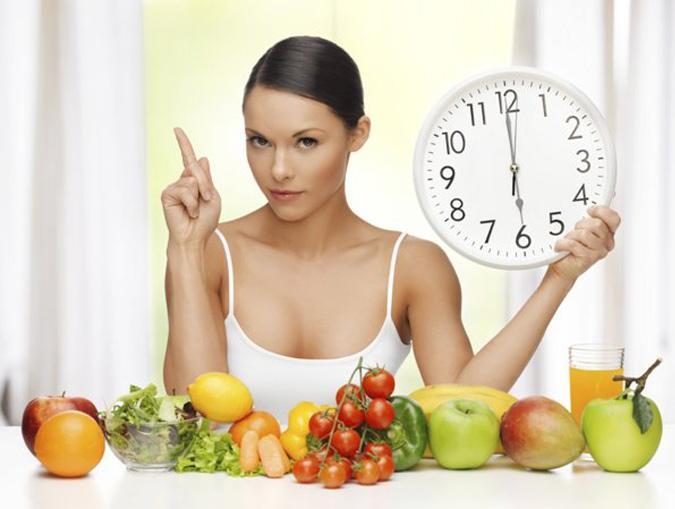 Nên ăn uống đúng giờ, khoa học để chữa ợ hơi nuốt nghẹn
