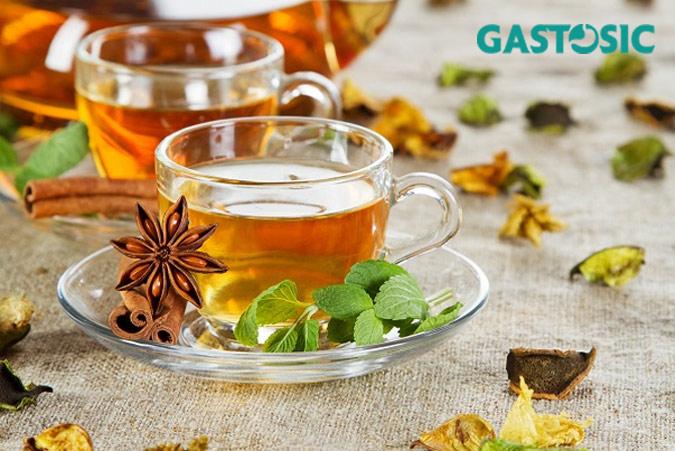 Nên uống trà thảo dược để hạn chế ợ hơi nóng bụng