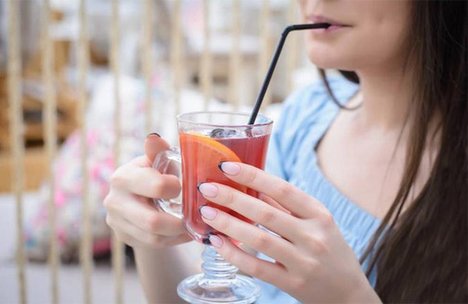 Tránh sử dụng ống hút không tốt cho dạ dày và chứng ợ hơi