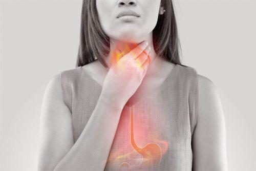 trào ngược dạ dày thường gây ợ hơi đắng miệng