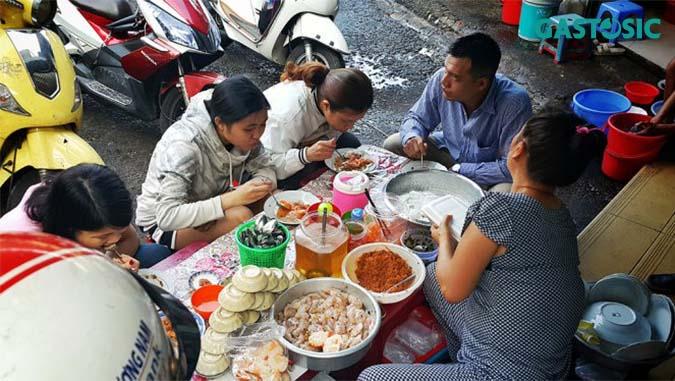 Các quán ăn vỉa hè tiềm ẩn nhiều nguy cơ mất vệ sinh an toàn thực phẩm