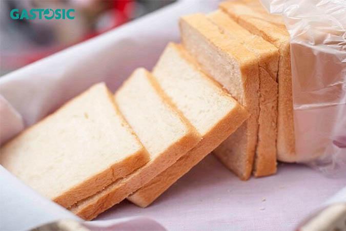 Bánh mỳ là thức ăn tốt để ăn khi bị ợ chua đau bụng