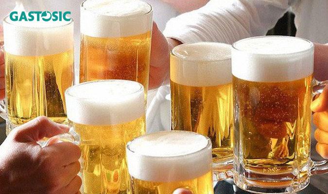 Trào ngược dạ dày nên kiêng uống bia rượu