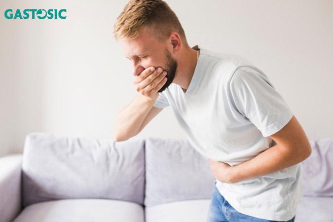 Ợ chua gây cảm giác khó chịu, nó thường xuất hiện sau khi ăn, ngủ hoặc cúi người.