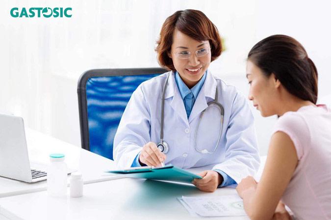 Gặp bác sĩ khi có triệu chứng trào ngược dạ dày