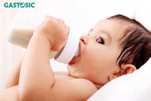 Hướng dẫn cách cho trẻ ăn phòng ngừa trào ngược dạ dày