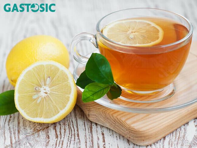 Phương pháp pha mật ong và nước ấm sẽ giúp giảm các cơn đau do trào ngược