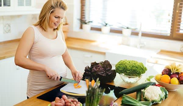 Bà bầu bị trào ngược nên ăn gì?